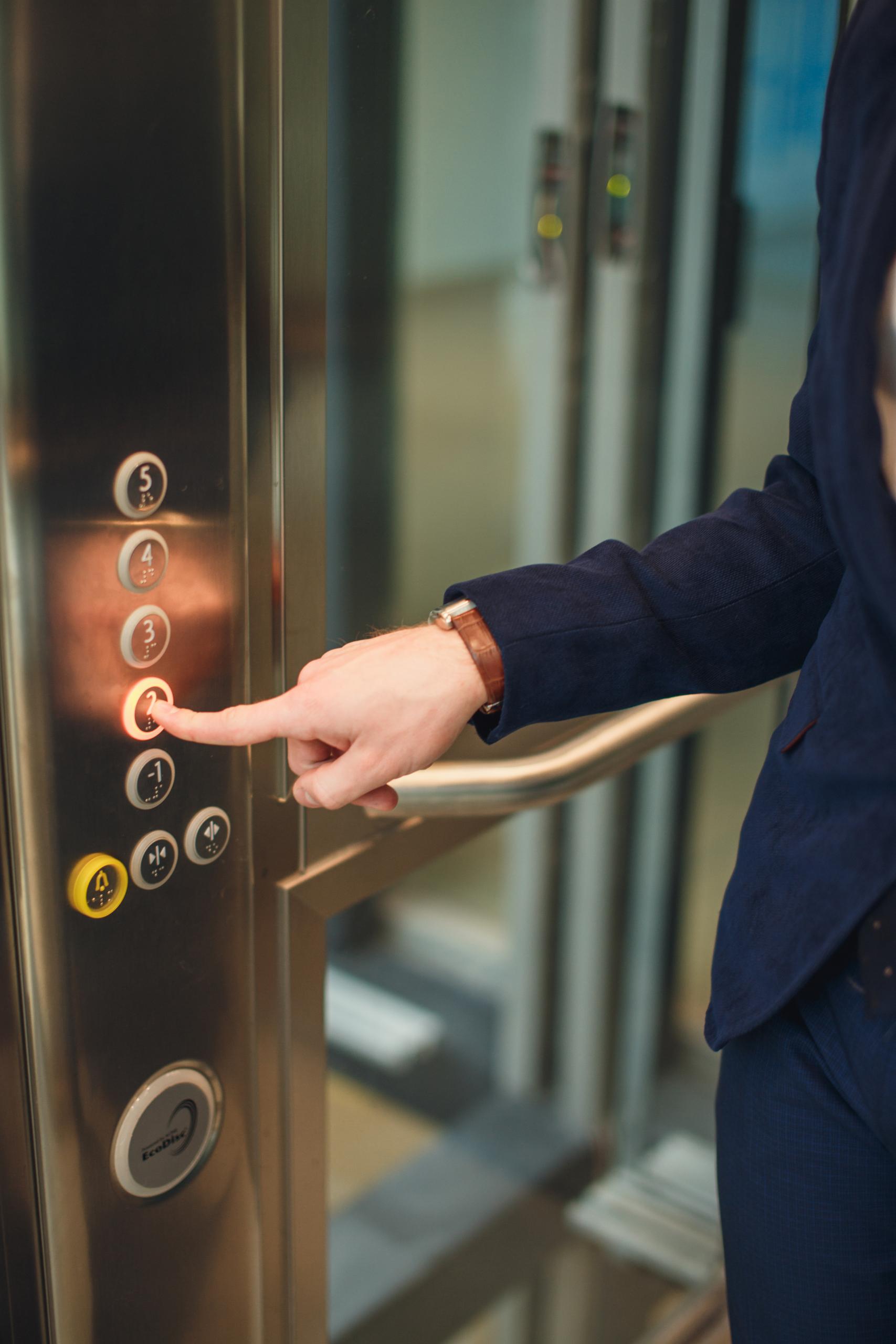Notrufsysteme bieten zahlreiche Vorteile für Aufzugsbetreiber